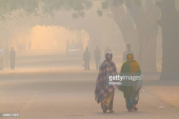 new delhi street life - smog stock pictures, royalty-free photos & images