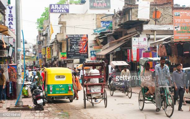 new delhi street - indian slums stock pictures, royalty-free photos & images
