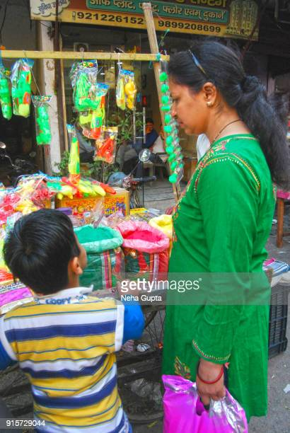 new delhi's street market - holi festival - neha gupta stock pictures, royalty-free photos & images