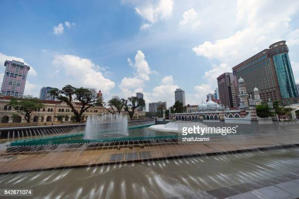 new development taking place at masjid jamek kuala lumpur as part of river of life project by city council of kuala lumpur. - shaifulzamri foto e immagini stock