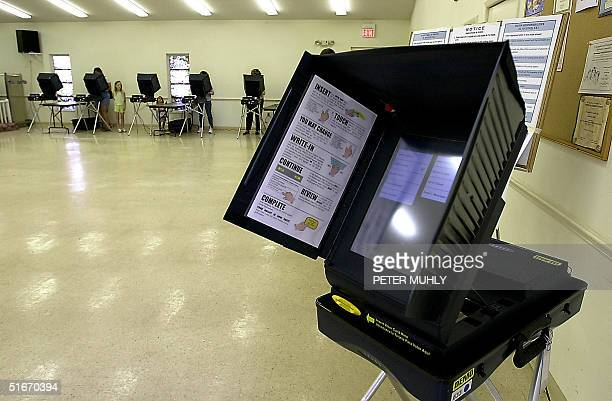 A new electronic voting machine is displayed for demonsrtation purposes in Florida's Democratic Gubernatorial Candidate Bill McBride's precinct 05...