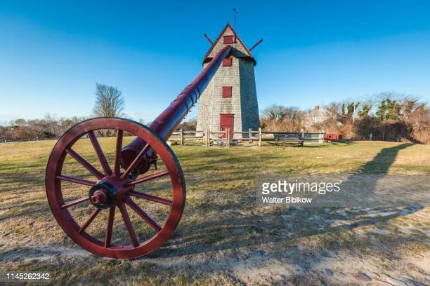 usa, new england, massachusetts, nantucket island, nantucket town,  old windmill, oldest continuously operating windmill in the usa, operating since 1746 - old windmill stock photos and pictures