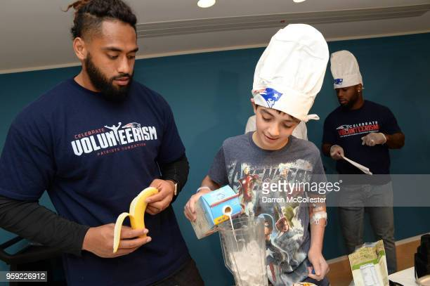 New England Patriot Harvey Langi makes smoothies with Evan at Boston Children's Hospital on May 16 2018 in Boston Massachusetts