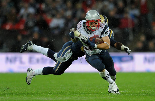 New England Patriots  Danny Woodhead is tackled by St Louis Rams  Jo-Lonn 56379e001