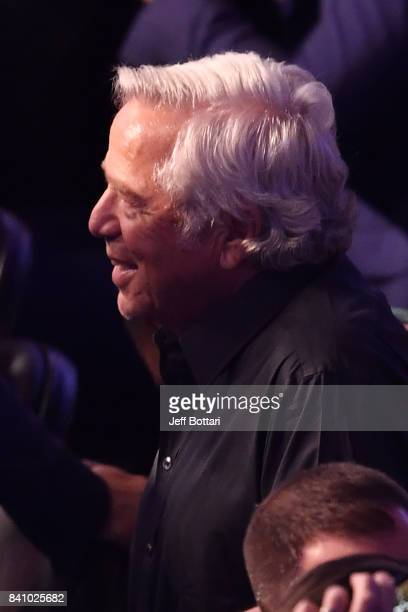 New England Patriots owner Robert Kraft attends the super welterweight boxing match between Floyd Mayweather Jr and Conor McGregor on August 26 2017...