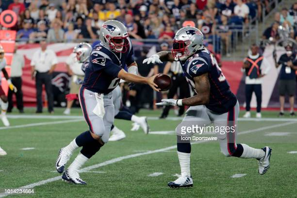 New England Patriots quarterback Brian Hoyer hands off to New England Patriots running back Jeremy Hill during a preseason NFL game between the New...