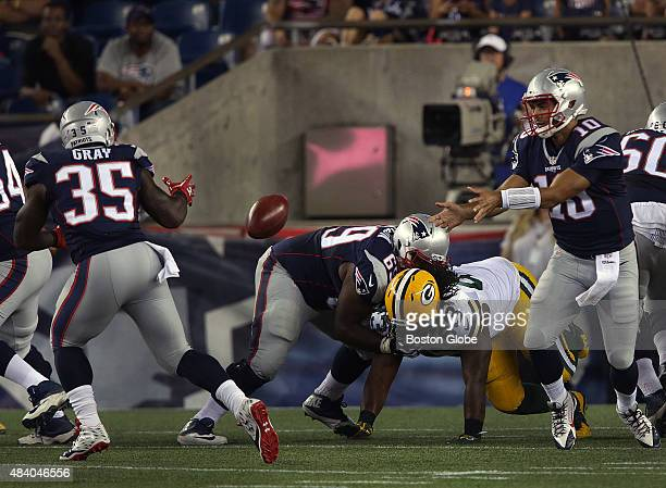 New England Patriots quarterback Jimmy Garoppolo hands off a shovel pass to New England Patriots running back Jonas Gray for a successful two point...