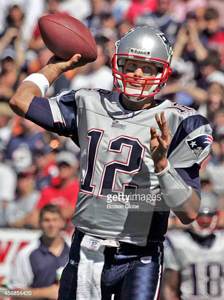 New England Patriots quarterback Tom Brady completes a pass to tight end David Thomas for a 9 yard gain during 1st quarter action against the Buffalo...