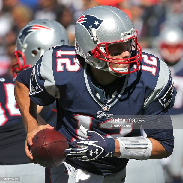 New England Patriots quarterback Tom Brady looks to hand off during the second quarter as the New England Patriots play the Arizona Cardinals in the...