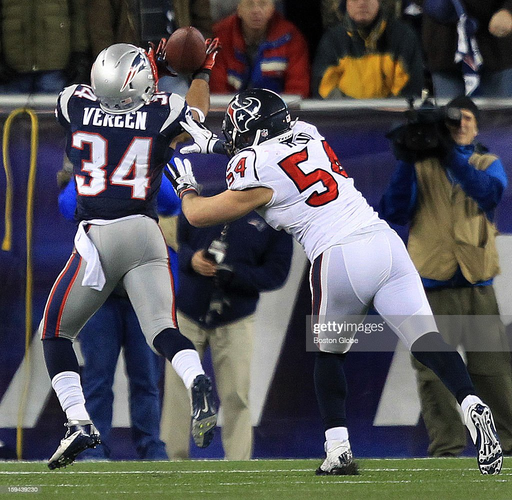 New England Patriots running back Shane Vereen (#34) hauls in a 33-yard pass reception for a touchdown to give the Patriots a 38-13 lead in the fourth quarter as the New England Patriots hosted the Houston Texans in an NFL AFC Divisional Playoff Game at Gillette Stadium, Jan. 13, 2013.