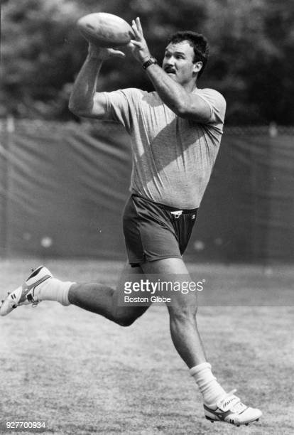 New England Patriots Russ Francis catches a pass from Tony Eason during practice in Foxborough Mass Aug 30 1989