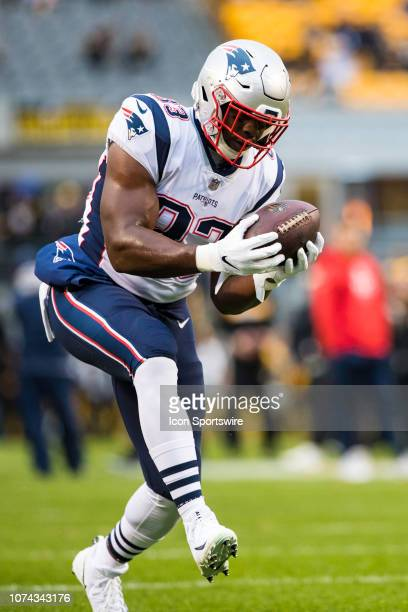 New England Patriots tight end Dwayne Allen catches a pass before the NFL football game between the New England Patriots and the Pittsburgh Steelers...