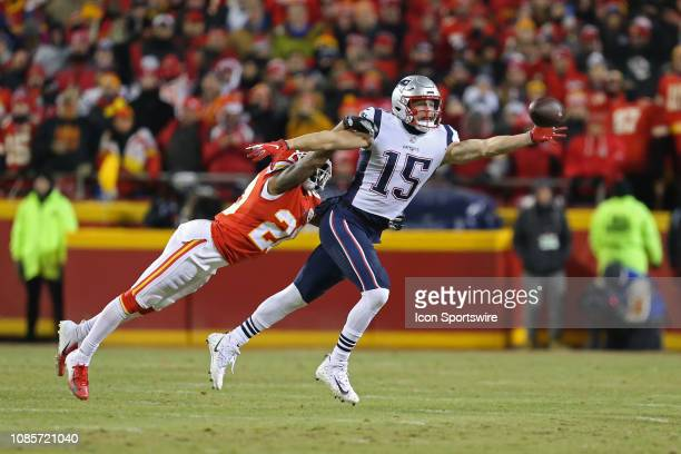 New England Patriots wide receiver Chris Hogan makes a onehanded catch for a first down on third and 8 in front of Kansas City Chiefs defensive back...