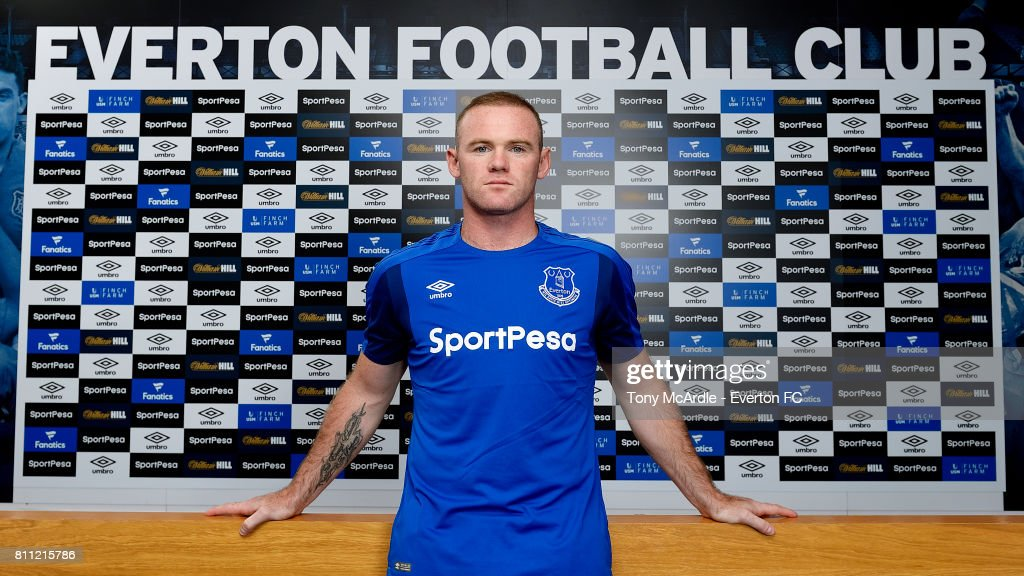 Everton Unveil New Signing Wayne Rooney : ニュース写真