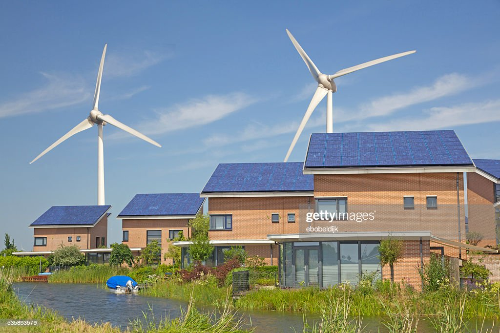 New family homes with solar panels and windturbines : Stockfoto