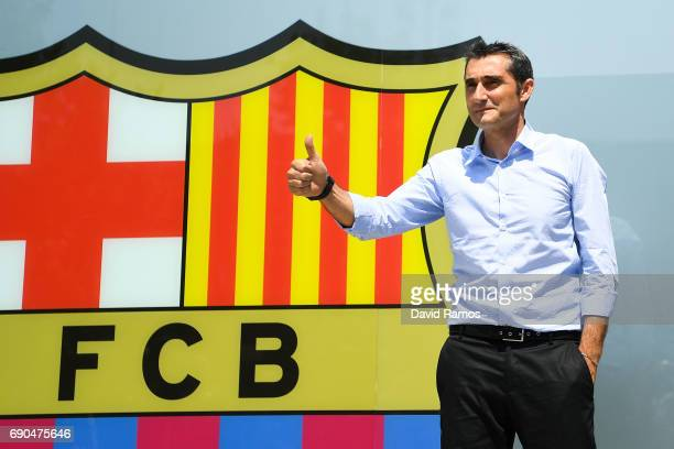 New FC Barcelona head coach Ernesto Valverde poses for the media outside the FC Barcelona headquarters at Camp Nou on May 31, 2017 in Barcelona,...