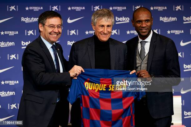 New FC Barcelona head coach Quique Setien poses for the media with Josep Maria Bartomeu and Eric Abidal during his unveiling at Camp Nou on January...