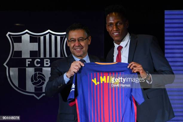 New FC Barcelona player Yerry Mina and Josep Maria Bartomeu President of FC Barcelona pose his shirt at Nou Camp on January 13 2018 in Barcelona...