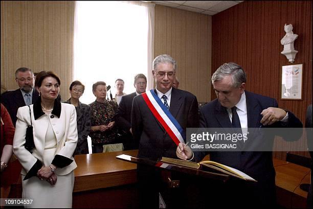 New French Prime Minister Jean-Pierre Raffarin Back To His Native Poitou-Charentes Region On August 5Th France. French Prime Minister Jean-Pierre...