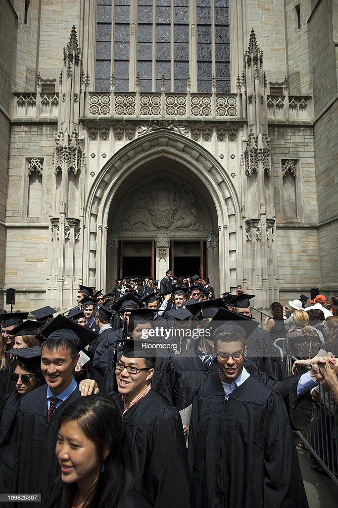 Federal Reserve Chairman Ben S. Bernanke Speaks At The Princeton University Commencement : News Photo