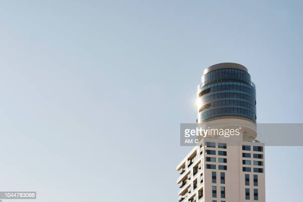 new henninger tower , neuer henninger turm, frankfurt am main , germany - frankfurt main tower stock pictures, royalty-free photos & images