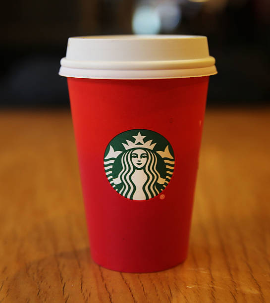 starbucks holiday cup causes online controversyの写真およびイメージ