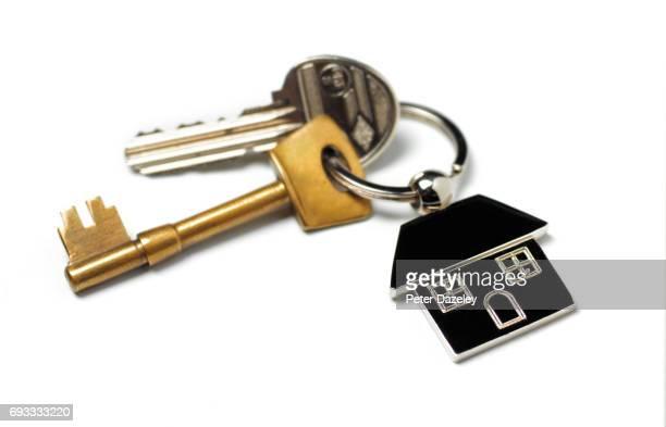 new house, house keys on white - 家の鍵 ストックフォトと画像