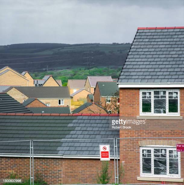 new housing development in rural area, south wales. - new south wales - fotografias e filmes do acervo