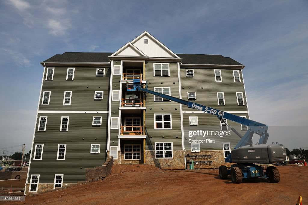 New Housing Stands At Canal Crossing A Luxury Apartment Community Foto Jornalistica Getty Images
