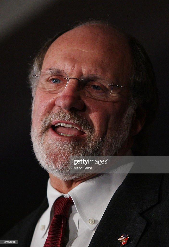 Christie Challenges Incumbent Gov. Corzine In Jersey's Gubernatorial Race