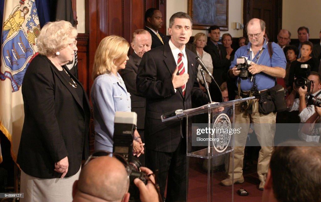 New Jersey Governor James McGreevey announces his resignatio : News Photo