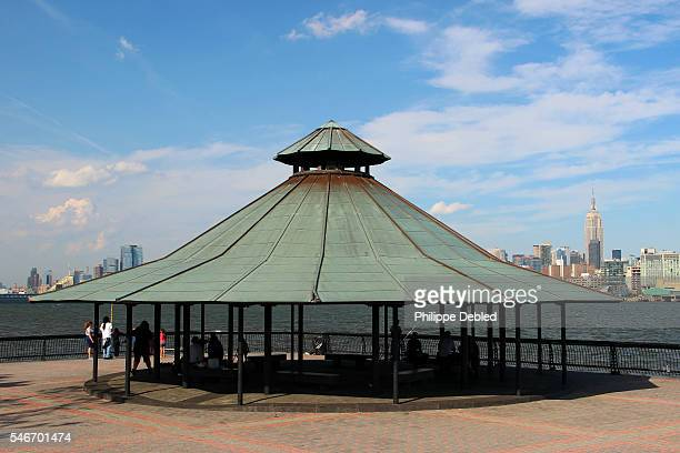 USA, New Jersey, Hoboken, Gazebo on Pier A Park waterfront walkway facing Midtown Manhattan skyline