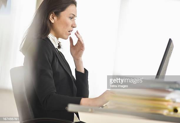 USA, New Jersey, Jersey City, Businesswoman using computer