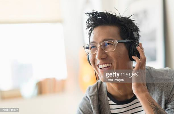 USA, New Jersey, Jersey City, Cheerful man listening to music