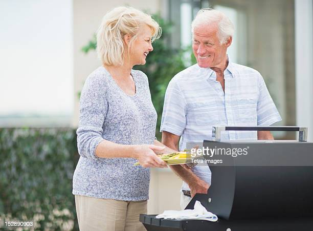 USA, New Jersey, Jersey City, Couple enjoying barbecue