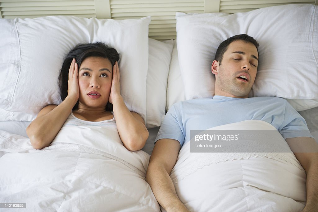 USA, New Jersey, Jersey City, Couple in bed, man snoring : ストックフォト