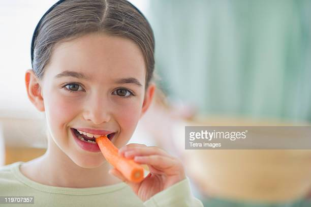 USA, New Jersey, Jersey City, girl (8-9) eating carrot