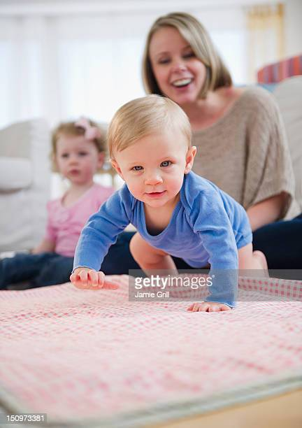usa, new jersey, jersey city, mother and children (2-3, 6-11 months) at home - 6 11 months stock pictures, royalty-free photos & images