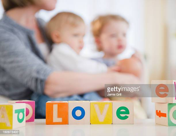 usa, new jersey, jersey city, mother with children (2-3, 6-11 months) at home - 6 11 months stock pictures, royalty-free photos & images