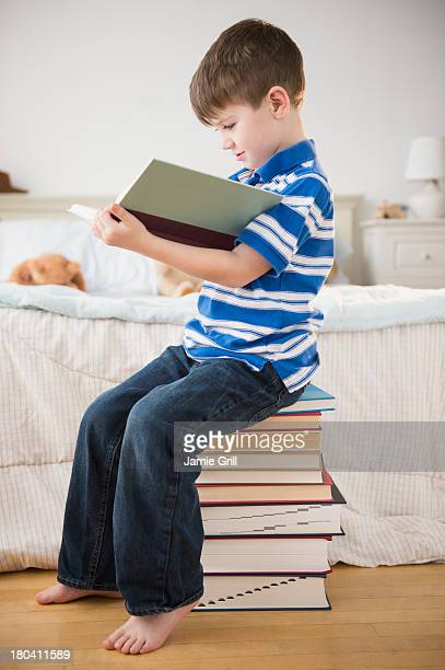 USA, New Jersey, Jersey City, Portrait of boy (4-5) reading book