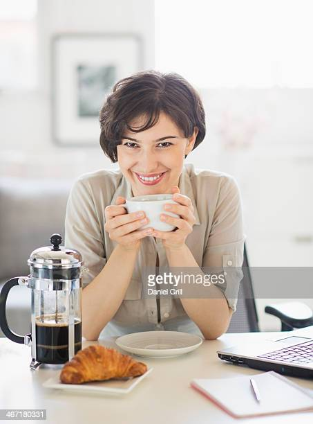 USA, New Jersey, Jersey City, Portrait of woman holding coffee cup