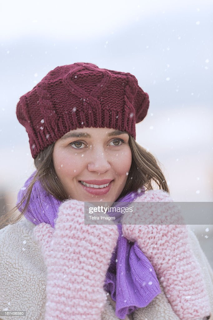 USA, New Jersey, Jersey City, Portrait of young woman wearing knit hat, gloves and scarf : Stock Photo
