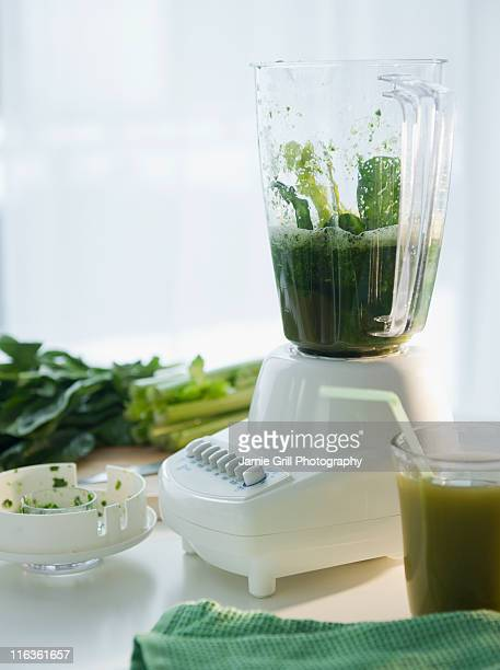 USA, New Jersey, Jersey City, preparation of spinach juice in blender