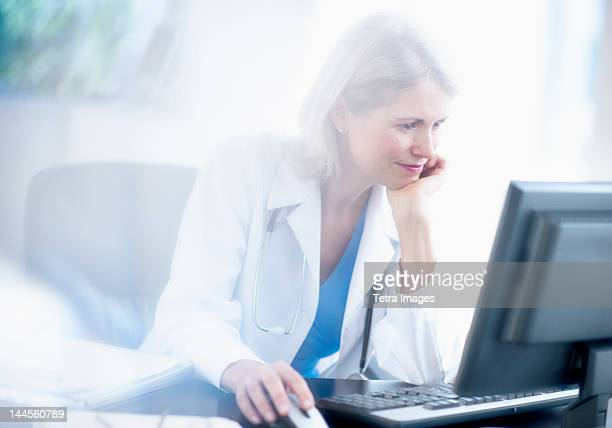 USA, New Jersey, Jersey City, Senior female doctor working in her office