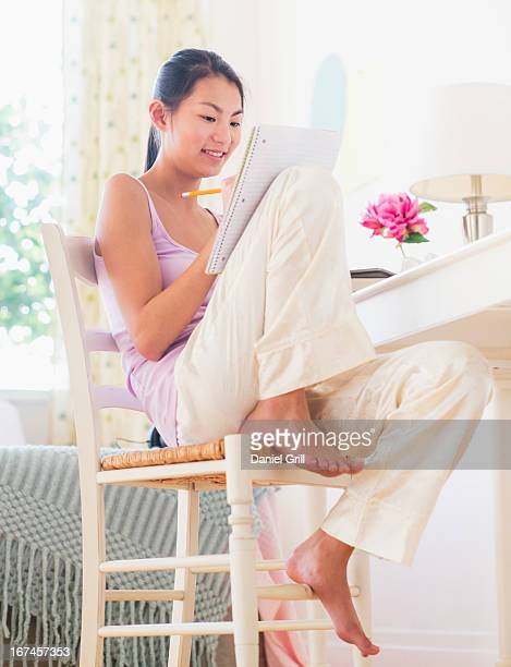 usa, new jersey, jersey city, view of teenage girl ( 16-17 years) studying at home - 16 17 years stock pictures, royalty-free photos & images