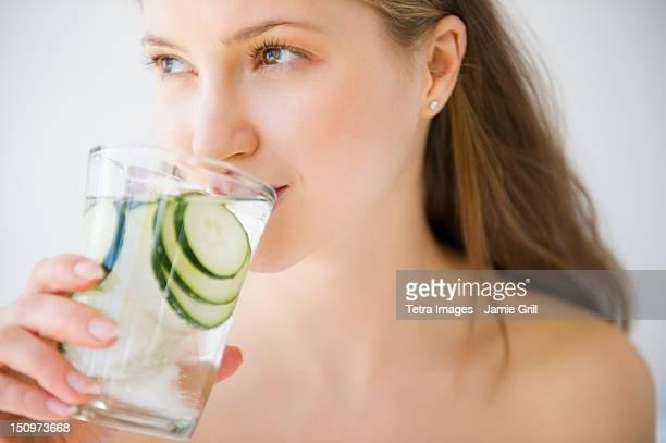 USA, New Jersey, Jersey City, Woman drinking water