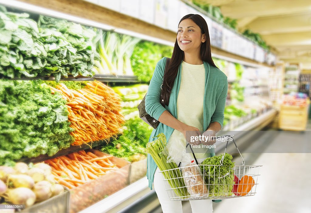 USA, New Jersey, Jersey City, Woman in grocery store : Stock Photo