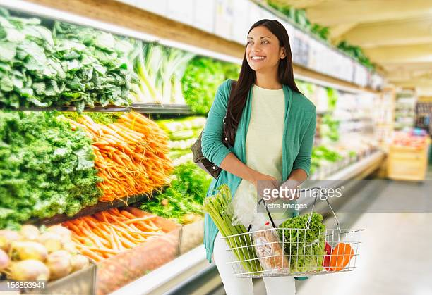 USA, New Jersey, Jersey City, Woman in grocery store