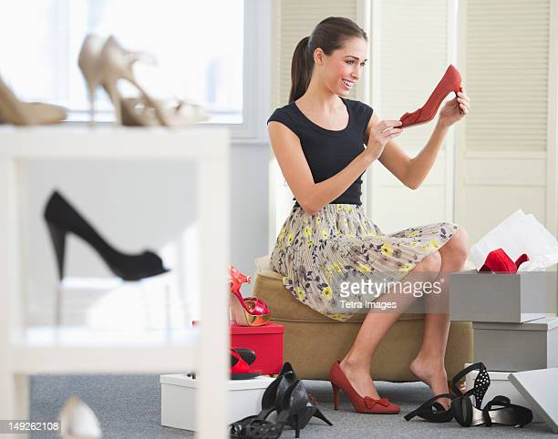 USA, New Jersey, Jersey City, Woman in shoe store