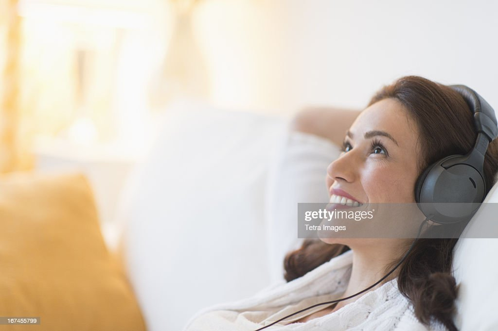 USA, New Jersey, Jersey City, Woman listening to music at home : Stock Photo